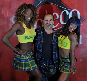 Michael from Clan Italia with two Brazilian beauties who are wearing the Brazilian National Tartan