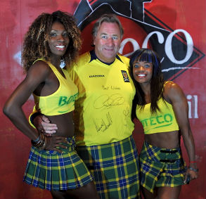 Ex Scotland and Rangers goalkeeper Alan Rough turns on the Brazilian Tartan style along with two lovely Brazilian dancers at Boteco do Brasil